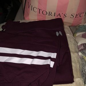 NWOT Victoria Secret XL T Capri striped joggers